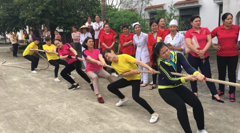 Trung tâm Y tế huyện Ba Chẽ tổ chức thi kéo co mừng ngày Quốc tế Phụ nữ